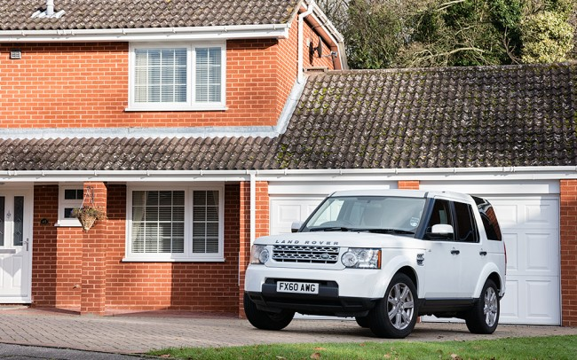 Automotive Photographer photographs Land Rover Discovery